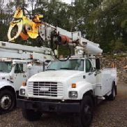 Terex/Telelect Digger Derrick rear mounted on 2000 GMC C7500 Utility Truck (124623)
