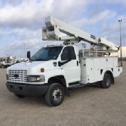 HiRanger/Terex Articulating & Telescopic Material Handling Bucket Truck mounted behind cab on 2006 Chevrolet C5500 Utility Truck (126046)