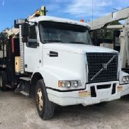 National Hydraulic Crane mounted behind cab on 2010 Volvo VHD T/A Flatbed/Utility Truck (127287)