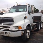 2001 Sterling LT9500 T/A Truck Tractor (127340)
