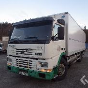 Volvo FM7 6x2 Box (chillers + tail lift) - 01
