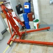Ferm 2 tonne folding floor crane. This lot has a certificate of thorough examination...