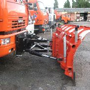 New plastikovyy snow plough