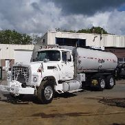 FORD L 9000 with Bearcat bitumen spreader bitumen truck