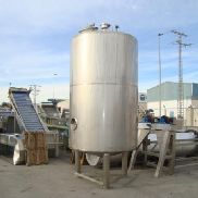 Isothermal tank 5.000 liters of capacity in stainless steel.