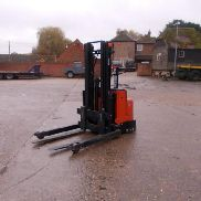 BT STACKER, STRADDLE