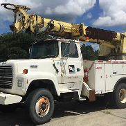 Altec D2045-TR, Digger Derrick rear mounted on 1994 Ford LT8000 T/A Utility Truck