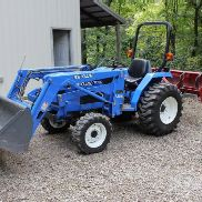 New Holland TC30 compact tractor w/ New Holland 7308 loader