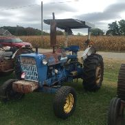 FORD 4000 TRACTOR, 8 SPEED TRANSMISSION, 3 PT PTO, REAR REMOTE, ROLL BAR WITH CANOPY, (5) FRONT WEIG