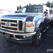 2008 Ford F350 4x4 Crew-Cab Dual Wheel Pickup Truck missing side fender, body damaged