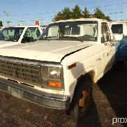 1981 Ford F350 Dual Wheel Pickup Truck No Brakes, no tail gate