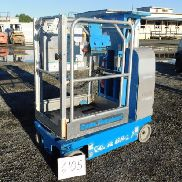 2007 GENIE GR-12 RUNABOUT PERSONNEL LIFT