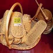 Set bread baskets and pretzels holder
