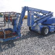 2000 UPRIGHT AB46 Electric Articulated Boom Lift