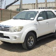 2009 TOYOTA FORTUNER SR5 4x4 Sport Utility Vehicle