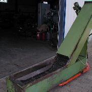 Chip conveyor with coolant tank
