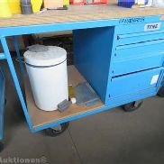 Mobile workbench with brakes and 4-Load-pull-out wardrobe, incl. Hand Tools