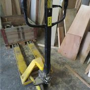 Fork lifting truck Load capacity: 2 T