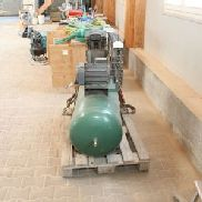 Piston Compressor with Pressure Pot