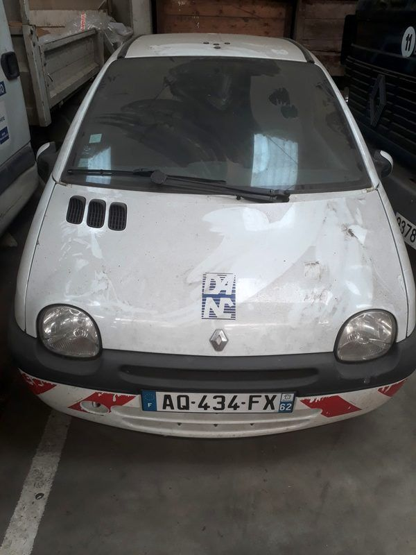 Renault Twingo (AQ 434 FX)