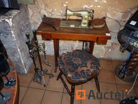 Maschinennähen von DeLuxe, leere Alkoholflaschen, Sammlung von Blaspistolen