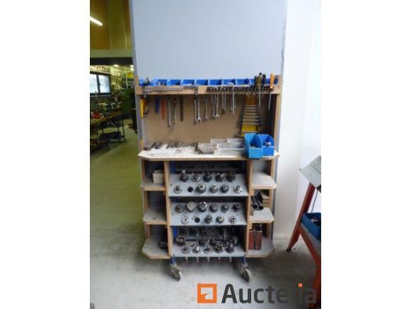 40 Kegel und seine 40 Fräser, Handwerkzeuge, Muscheln, Werkzeugwagen aus Holz, Bohrer, Bremssättel .