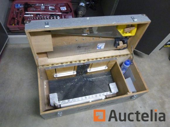 Box mit manueller Gehrungssäge NMC
