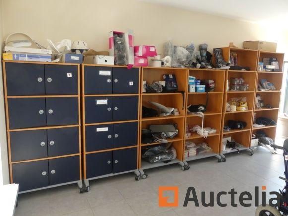 Regale und Möbel auf Rädern, medizinische Schiene