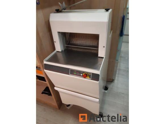 Globe International Brotschneidemaschine