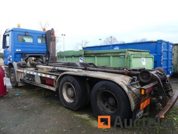 Containerfahrzeug Mercedes-Benz Actros (2003) wird überholt - Matis: 5604