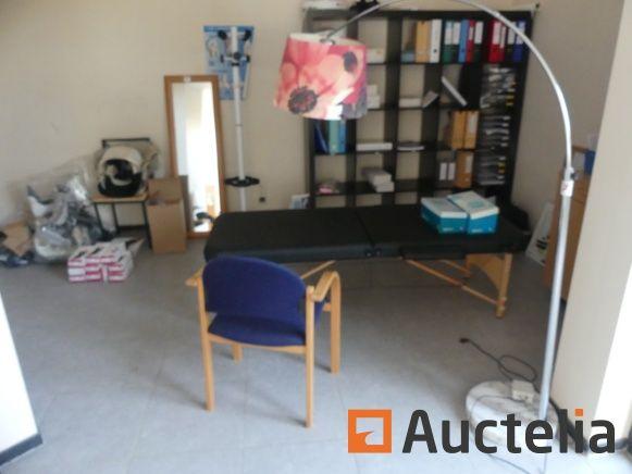 Pflegetisch, Regal, medizinisches Zubehör, leichte Aufhängung und Kleiderbügel