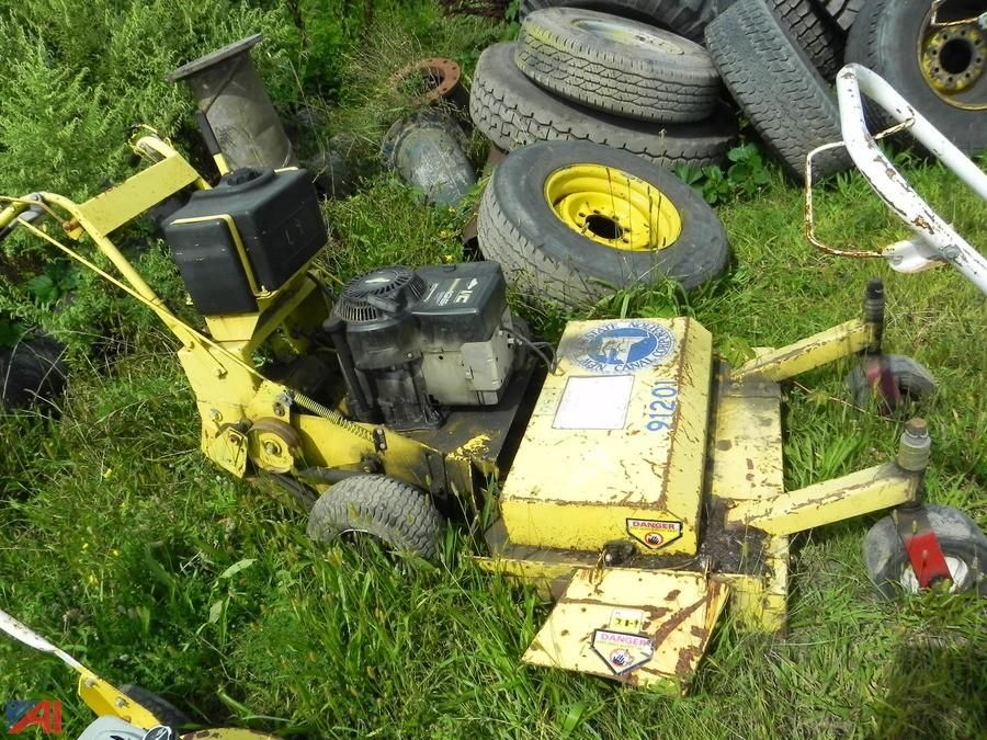 (29) (91201) 1997 Giant Vac Commercial Mower