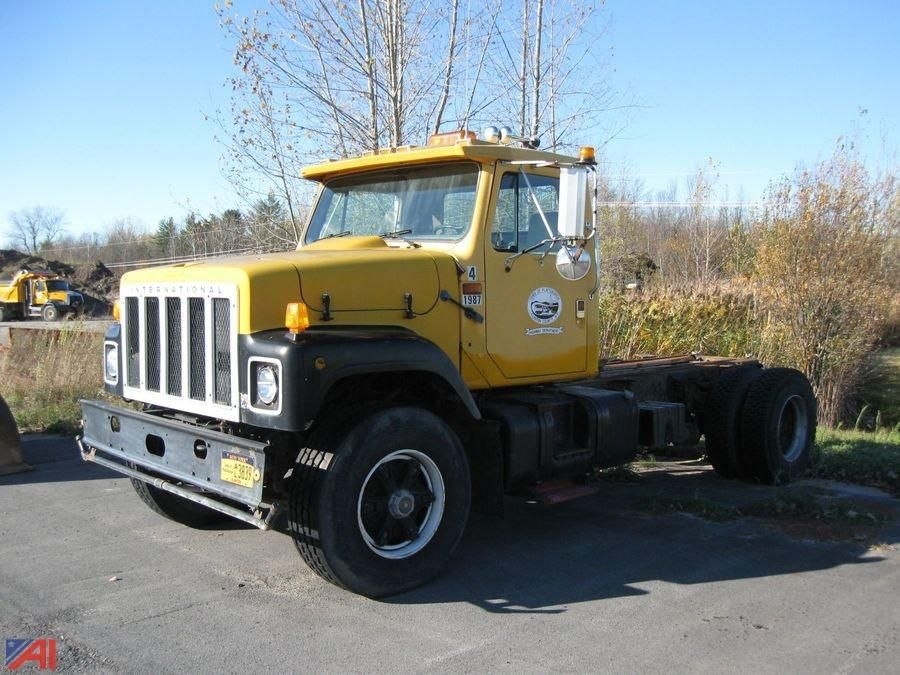 1987 International / Navistar 2574 Cab & amp; Chassis
