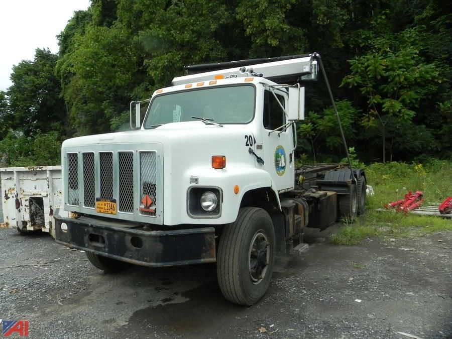 1988 International F2674 Truck Roll Off