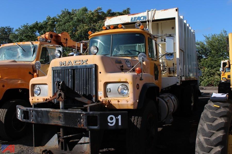 1990 Mack RD690SX Packer Truck