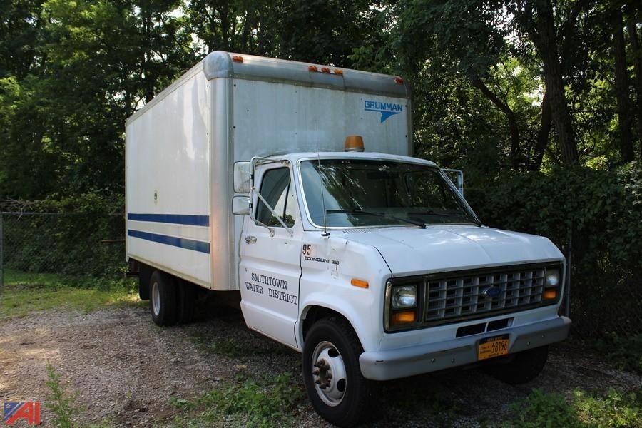 1990 Ford Econoline Van / Box