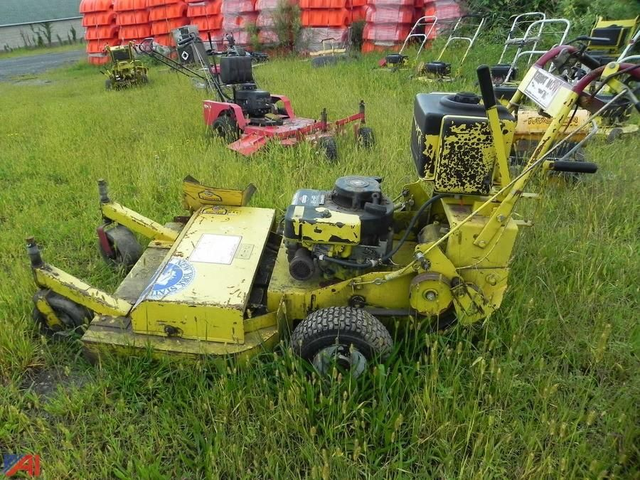(26) (91202) 1998 Giant Vac Commercial Mower