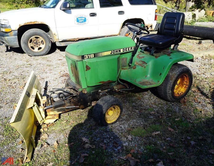 John Deere 318 Gartentraktor mit Schneeschild