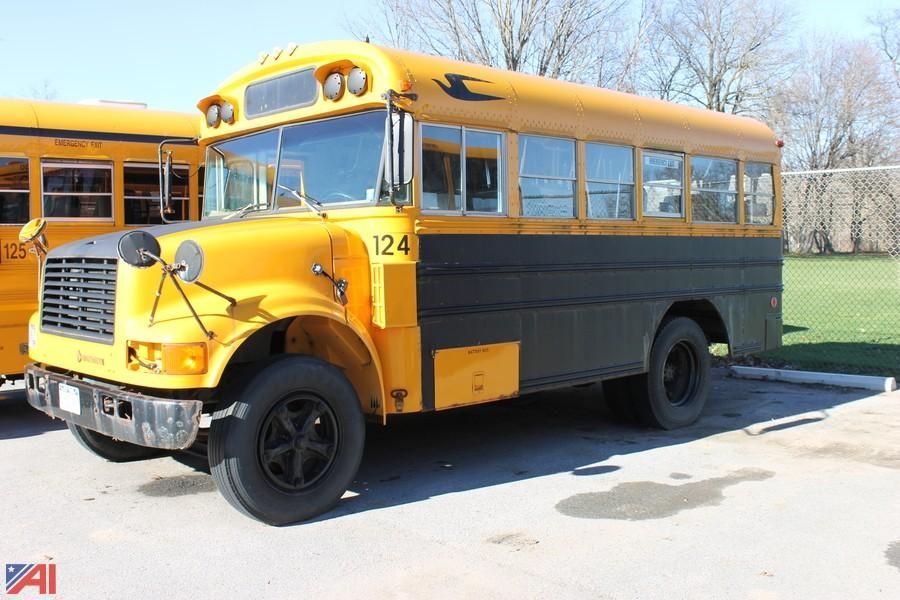 1990 International Blue Bird 3700 Bus (nur Teile)
