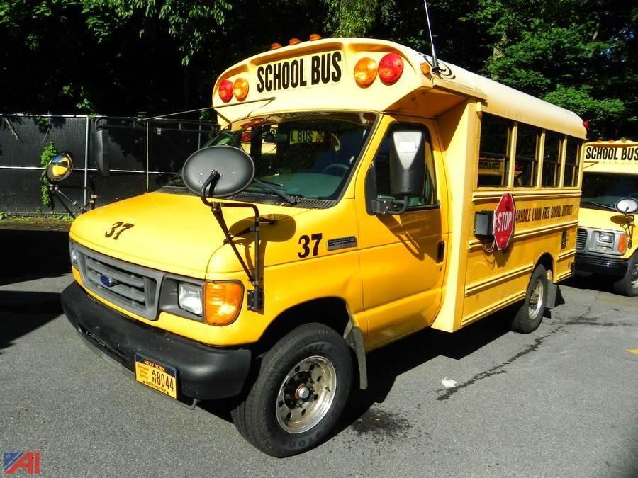 (# 37) 2006 Ford / Corbeil E350 Super Duty Mini Schulbus