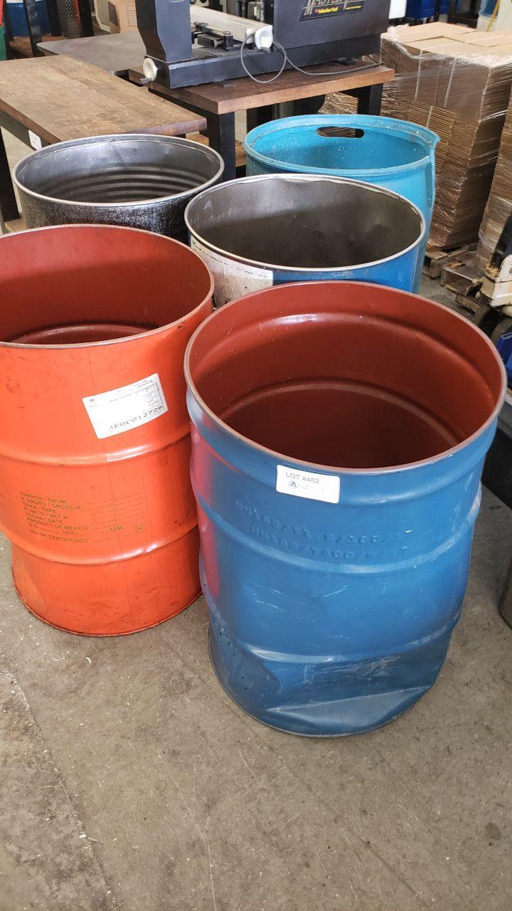 Leere 50 Gallonen Fässer