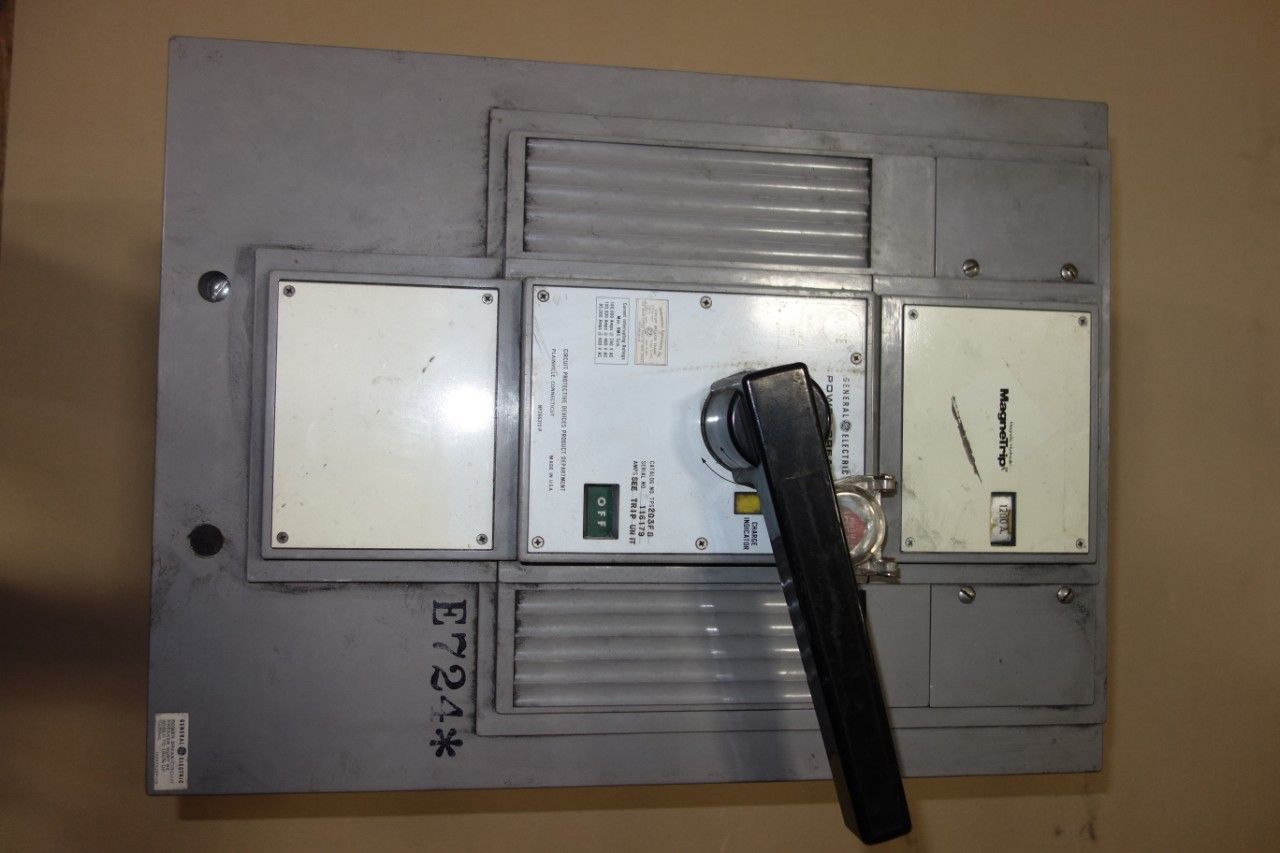 ALLGEMEINE ELEKTRISCHE TPS203FB POWER BREAK 1200A CIRCUIT BREAKER