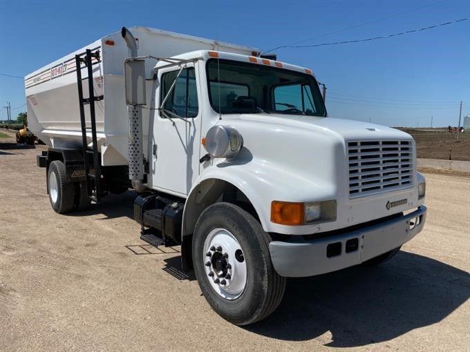 2001 International 4700 4x2 S / A Feed Truck