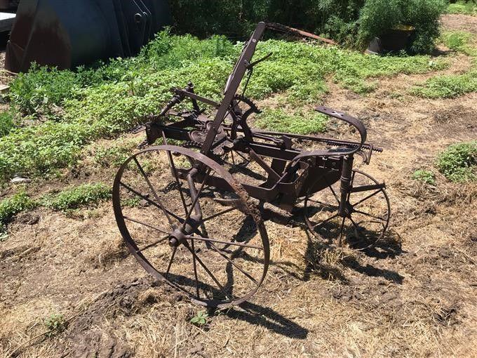 Sulky Antique Pull Behind / Ride On Klingenpflug
