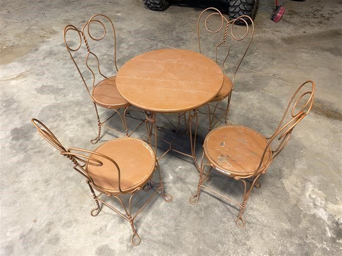 Antiker Tisch & Stühle