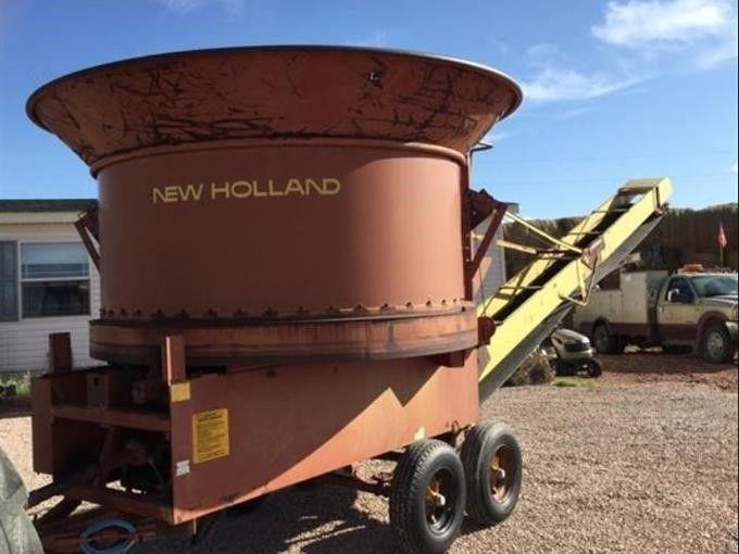 New Holland 379 Grinder