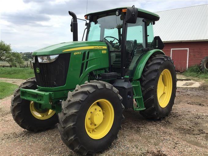 2016 John Deere 6105E MFWD Трактор