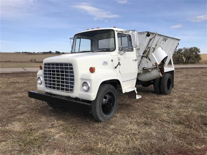 1971 Ford 600 Feed Truck