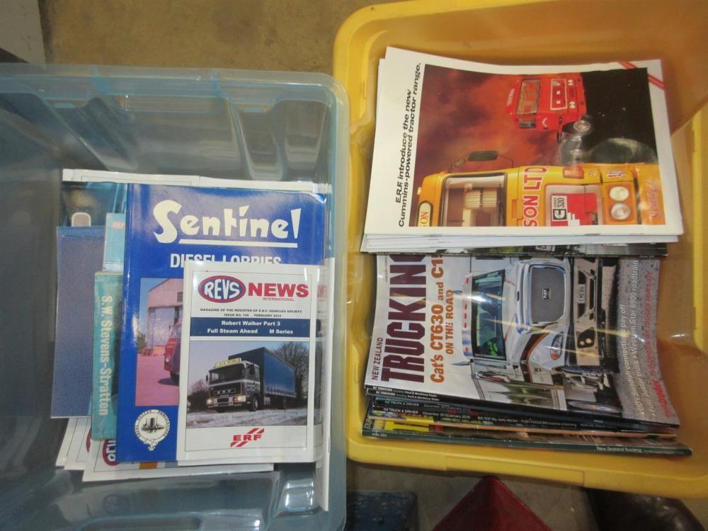 Jede Menge Trucking-Magazine und Hardcover-Bücher von Jack Richards