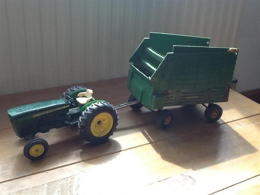 Vintage John Deere Traktor und Ladewagen